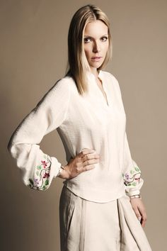 embroidery on silk Special People, Bell Sleeve Top, Spring Summer, Tunic Tops, Style Inspiration, Silk, Womens Fashion, Beauty, Amazing