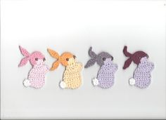 Crochet appliques lapin en option.  Cest un lapin au crochet doux - appliques pour un vêtement ou un sac ou sur le décor à la maison comme les oreillers