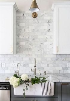 White cabinets with marble countertops marble with white cabinets marble subway tiles marble kitchen images white Backsplash For White Cabinets, Stone Backsplash, Cupboards, Backsplash Ideas For Kitchen, Marble Countertops, Kitchen Cabinet Design, Modern Kitchen Design, Cabinet Decor, Kitchen Flooring