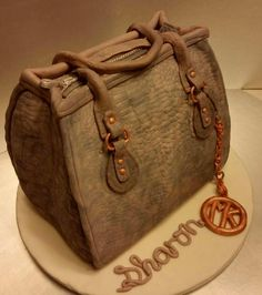 A new handbag makes everything better! - Cake by Barbara Dipierro