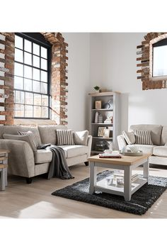 Set includes 1 sofa and 4 cushions