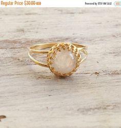 BLACK FRIDAY SALE moonstone ring moonstone ring gold di Avnis
