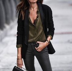Black blezer outfit, with khaki blouse and dark grey jeans. Powerful combination for fall.