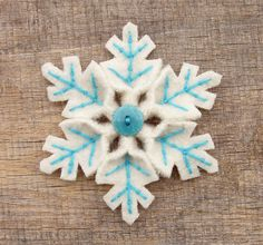 Snowflake by WanderingLydia, via Flickr. I love the use of embroidery and a button. Simple, attractive design. I'd like to try it:-)