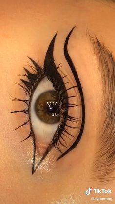 Makeup Tutorial Eyeliner, No Eyeliner Makeup, Smokey Eye Makeup, Skin Makeup, Eyeliner Ideas, Bold Eye Makeup, Edgy Makeup, Grunge Makeup, Eye Makeup Art