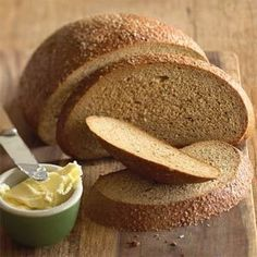 Beer Rye Bread This bread recipe produces a mild-tasting loaf with a tender crumb. Rye Bread Recipes, Best Bread Recipe, Bread Machine Recipes, Foods That Contain Gluten, Foods With Gluten, Pan Rapido, Muffins, Easy Banana Bread, Bread Mix