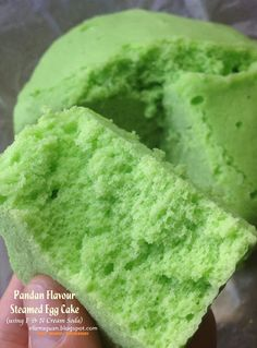 It is always a blessing to be able to enjoy one or two of your favourite childhood food and at the same time passed down its traditional . Steamed Eggs, Steamed Cake, Bamboo Steamer Recipes, Chinese Cake, Chinese Food, Pandan Cake, Paste Recipe, Egg Cake, Singapore Food