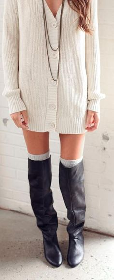 socks popping out over boots Looks Style, Style Me, Fall Outfits, Cute Outfits, Over Boots, How To Wear Leggings, Long Sweaters, Oversized Sweaters, Fall Sweaters