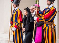 Queen Silvia looked very elegant for her meeting with the Pope.