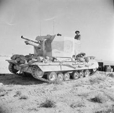 The British Army in North Africa 1942 A Bishop self-propelled gun, 13 November British Army, British Tanks, Self Propelled Artillery, North African Campaign, Erwin Rommel, Ww2 Photos, Photographs, Heavy Cruiser, Afrika Korps