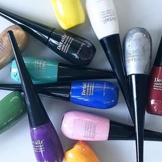 Get on the Graphic Eyeliner Trend  Graphic eyeliner is another one of this season's hot makeup trends that has transferred from the runway to the red carpet to real life. It incorporates everything from straight lines colorful blocks and geometric shapes to black and bright hues like orange green and blue. Paradise Makeup AQ Detailz which has a fine tip foam applicator that was specifically created for detail work makes it easy to create them all. The rainbow of colors and small applicator…