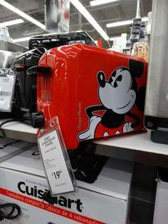 Bed Bath & Beyond Orlando-produtos para casa | Disney de Novo Mickey Mouse Kitchen, Disney Kitchen, Mickey Minnie Mouse, Disney Tips, Disney Food, Polaroid Camera Pictures, Casa Disney, Disney Dishes, Disney Collection