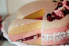 Echipa Bucătarul.tvvă oferă 5 rețete originale de tort, care sunt dietetice, foarte gustoase, gingașe și perfecte pentru cei care vor să-și mențină silueta. Torturile se prepară foarte simplu și ușor, unele din acestea nu necesită coacere, sunt delicioase, sănătoase și au ungust divin. Mai jos vă prezentăm rețete geniale de tort potrivite pentru diverse ocazii.Toate … I Foods, Cheesecake, Desserts, Tv, Diet, Tailgate Desserts, Deserts, Cheesecakes, Television Set