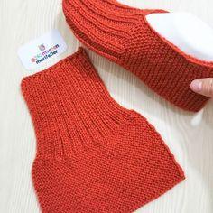 Gardengate Knitalong Week It'S So Fun Gardengatesweater - Knitting Knit Slippers Free Pattern, Crochet Slipper Pattern, Knitted Slippers, Crochet Shoes, Diy Crochet, Booties Crochet, Easy Knitting, Knitting Socks, Knitting Stitches
