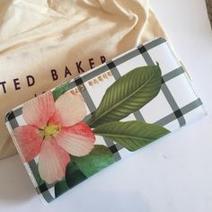 New Floral wallet can also be worn as clutch No tags but never worn, comes in original duster bag ... Details: Ted Baker accessories collection Secret Trellis Check print Crosshatch leather Snap fastening Cash and card compartments ID card display Dimensions: H11cm x W22cm x D2.5cm Printed lining Ted Baker branded Dimensions: H12cm x W23cm x D3cm Care & Fabric: Fabric Content: Shell: 100% Bovine leather; Lining: 100% Polyester Ted Baker Bags Wallets
