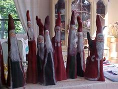 Cypress knee Santas . . .love this artist's 'knees' :)
