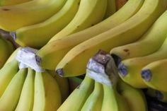 We all know fruit is good for you, but did you know about these 9 amazing health benefits of bananas specifically? You& want to eat a banana every day! Bananas, Natural Antacid, Banana Health Benefits, Grocery Basket, Banana Madura, Kinds Of Fruits, Green Banana, Health Products