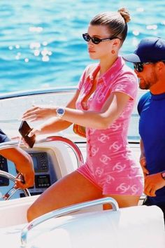 Sofia Richie in 90s Chanel swimsuit 2000s Fashion, Look Fashion, High Fashion, Fashion Outfits, Pink Aesthetic, Aesthetic Clothes, Estilo Coco Chanel, Bad And Boujee, Vogue