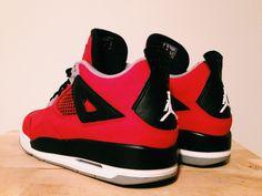 Air Jordan Retro 4 - Toro