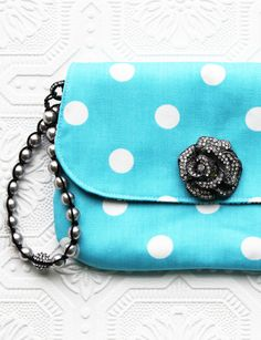 FREE Wristlet Clutch Sewing Pattern and Tutorial