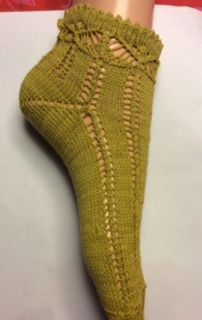 The summer stocking was asked for help. I& sorry for the sad picture, better . Wool Socks, Knitting Socks, Hand Knitting, Knitting Patterns, Fun Socks, Mitten Gloves, Mittens, Crochet Slippers, Knit Crochet