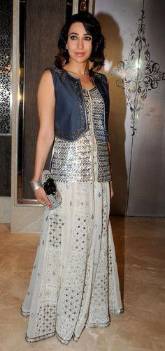 Karisma kapoor at glamour jewellery exhibition
