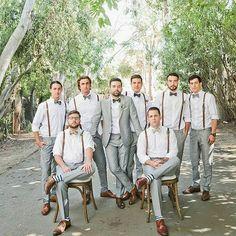 Suspensórios e gravata borboleta: ótimas combinações para cerimônias ao ar livre.⠀ #follow #sonhodecasamento #sonho #sonhodenoiva #casal #casamento #casando #casamentoemuberlandia #noivasuberlandia #noivas2017 #noiva #noivo #vestido #gravata #grandedia #wedding #vestidodenoiva #buque #weddings #weddingday #dress #veudanoiva #bride #noivaluxo #madrinha #vestidolongo #gravatas #suspensorios
