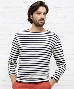 Striped boat neck Tee-Shirt. Long sleeves. Form fitting. .