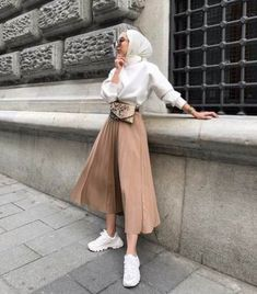 Clothes summer modest classy best Ideas Source by I_AM_AISHA outfits hijab Modest Fashion Hijab, Modern Hijab Fashion, Street Hijab Fashion, Casual Hijab Outfit, Hijab Fashion Inspiration, Muslim Fashion, Hijab Fashion Summer, Fashion Ideas, Hijab Chic