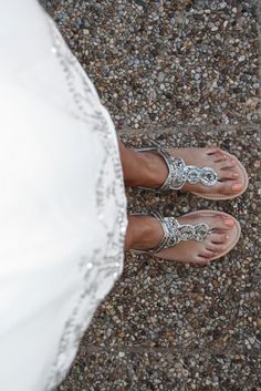 sandalias planas plateadas
