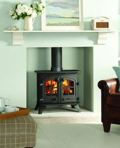 Yeoman Devon Single Sided Stove - The traditionally styled Yeoman Devon is perfectly suited for an inglenook fireplace but is equally at home in a more modern setting.