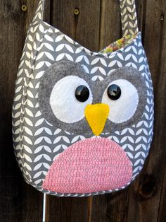 Just Another Hang Up: Crossbody Owl Purse Pattern & Tutorial Owl Patterns, Purse Patterns, Owl Purse, Owl Quilts, Owl Bags, Owl Fabric, Felt Owls, Owl Crafts, Fabric Purses