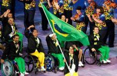 Brasil participa da abertura das Paralimpíadas com o nadador Daniel Dias como porta-bandeira