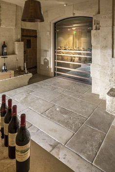 Agencement Cuisine : Barr de Provence Flooring Barr de Provence Flooring Stone paving Bar Provencal gray in natural limestone. Slabs of selected gray Stone Tile Flooring, Natural Stone Flooring, Kitchen Flooring, Wood Flooring, Limestone Tile, Travertine, Rustic Stone, Best Flooring, Menorca