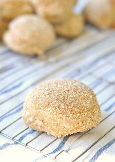 Oat bran bread rolls | bitterbaker.com