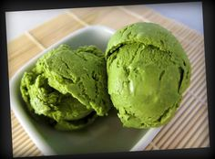 matcha green tea ice cream by the catty life (does not require ice cream maker) Sorbet Ice Cream, Matcha Ice Cream, Green Tea Ice Cream, Ice Cream Party, Green Tea Dessert, Matcha Dessert, Mochi, Ice Cream Festival, Organic Matcha Green Tea