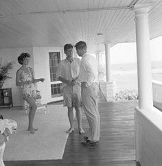 De nouvelles photos d'archives ont été publiées. Elles montrent le sénateur John Fitzgerald Kennedy (JFK) et Jacqueline Bouvier en vacances, en juin 1953.