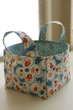 Sewing Fabric Fabric Basket tutorial - great for organizing everything! Add handles to this basic tutorial. Sewing Hacks, Sewing Tutorials, Sewing Crafts, Sewing Projects, Sewing Patterns, Sewing Tips, Sewing Box, Tutorial Sewing, Bag Tutorials