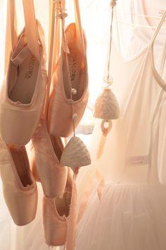 #dance #stanlowa #pointes #ceramics #myriamaitamar #carolinesweetmemories #carolinesweetmemoriesphotography Ballet Shoes, Dance Shoes, Nude Color, Sweet Memories, Handmade, Fashion, Contemporary, Objects, Ballet Flats