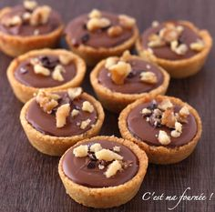 Krumchy de Michalak (shortbread, salted butter caramel, milk chocolate, hazelnuts) Source by Desserts With Biscuits, No Cook Desserts, Mini Desserts, Sweet Recipes, Cake Recipes, Dessert Recipes, Biscuit Cookies, Mini Cakes, Love Food