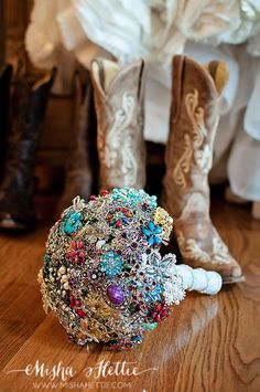 Love the idea of a bridal bouquet made out of brooches.