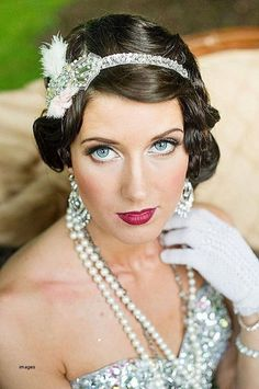 However, many people can be worried about how to carry off the vintage great Gatsby makeup look. The number one piece of advice, though, has to be to find pieces that you fall in love with and not … Great Gatsby Hairstyles, Retro Hairstyles, Celebrity Hairstyles, Headband Hairstyles, Easy Hairstyles, Wedding Hairstyles, Birthday Hairstyles, Latest Hairstyles, Hairstyles Pictures