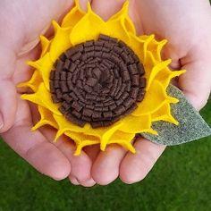 Autumn starts with sunflowers  #sunflower #falldecor #autumn #feltsunflower #