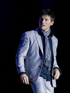 Aiii que homem lindo e elegante!!