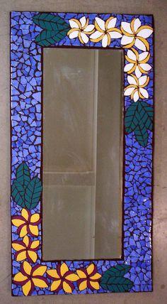 Frangipani Frame - Bloody Tutorial and Ideas Mosaic Garden Art, Mosaic Diy, Mosaic Crafts, Mosaic Projects, Mirror Mosaic, Mosaic Wall, Mosaic Glass, Mosaic Tiles, Stained Glass Birds