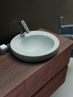 It doesn't always have to be white. With Il Bagno One the warm gray washbasin provides an alternative with a luxurious tactile finish Laufen Bathroom, Bathroom Sets, Complete Bathrooms, Eclectic Design, Interior Design, Bathroom Collections, Alessi, Warm Grey, Bathroom Furniture