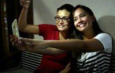 O flash na câmera frontal é comum em celulares avançados, que custam cerca de R$ 3 mil. Porém, também é possível economizar e levar para casa um smartphone intermediário. Veja, nesta lista, cinco modelos à venda no Brasil que permitem obter selfies incríveis em locais mais escuros. http://www.blogpc.net.br/2016/10/5-celulares-com-flash-frontal-que-fazem-os-melhores-selfies.html #celulares #selfies