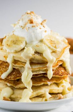 Banana Pudding Pancakes ~ Banana Pudding Pancakes loaded with all the components of the classic southern dessert- bananas, vanilla wafers, and whipped cream. Is it breakfast or is it dessert? You decide. What's For Breakfast, Breakfast Pancakes, Pancakes And Waffles, Banana Pancakes, Peach Pancakes, Fruit Pancakes, Mexican Breakfast Recipes, Real Food Recipes, Cooking Recipes