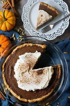 Learn how to make the best ever homemade pumpkin pie flavored with aromatic chai spices. This easy pumpkin pie is perfect for the Holidays. This is the season in which we are all looking forward to pumpkin recipes! From crustless pumpkin pie to baked pumpkin donuts and pumpkin banana bread, we love our baked pumpkin … Easy Pumpkin Pie, Homemade Pumpkin Pie, Pumpkin Pie Recipes, Baked Pumpkin, Candy Recipes, Cookie Recipes, Dessert Recipes, Fall Recipes, 500 Calories