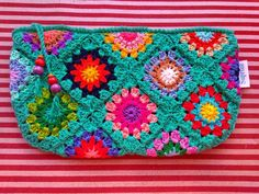 Marvelous Crochet A Shell Stitch Purse Bag Ideas. Wonderful Crochet A Shell Stitch Purse Bag Ideas. Love Crochet, Beautiful Crochet, Easy Crochet, Crochet Hooks, Crochet Handbags, Crochet Purses, Crochet Purse Patterns, Crochet Shell Stitch, Crochet Squares